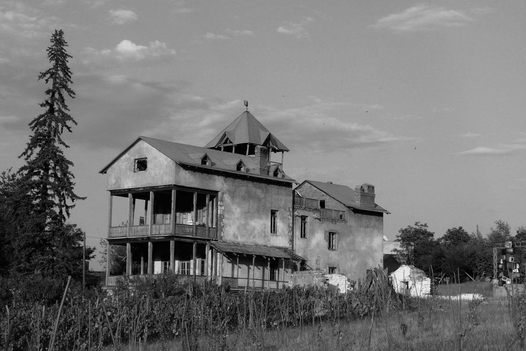 Fiction future pr la Villa Garikula, Géorgie, 2012-13. Projet New Eldorado, revue Dorade, 2012-13.