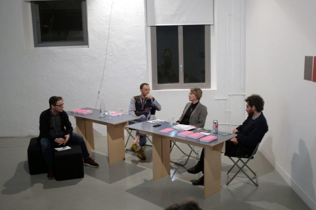 """Table ronde pour le lancement du livre """"Sémiospace"""", galerie Forde, Genève."""